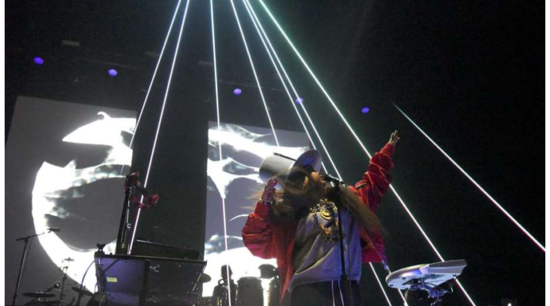 BAE AREA: Erykah Badu Serenades SF For Valentine's Day Soiree (B.Getz on L4LM)